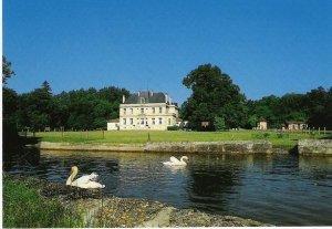 Le parc et le petit canal du Château du Foulon