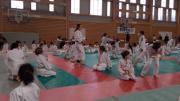 Echauffement-collectif-des-benjamins-anime-par-Jade-Peyrondet-de-lAS-Lacanau-Judo---Photo-TG